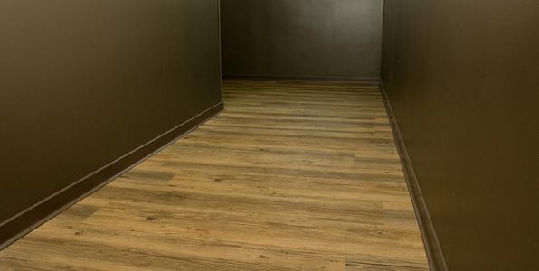 Vynaflex wood skirting vinyl flooring solutions for Parquet pvc gerflor